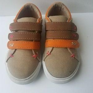 OshKosh - Genuine Kids/Size 8 Toddler shoe